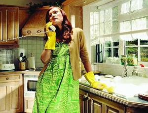 stipendio alle casalinghe mamme a spillo