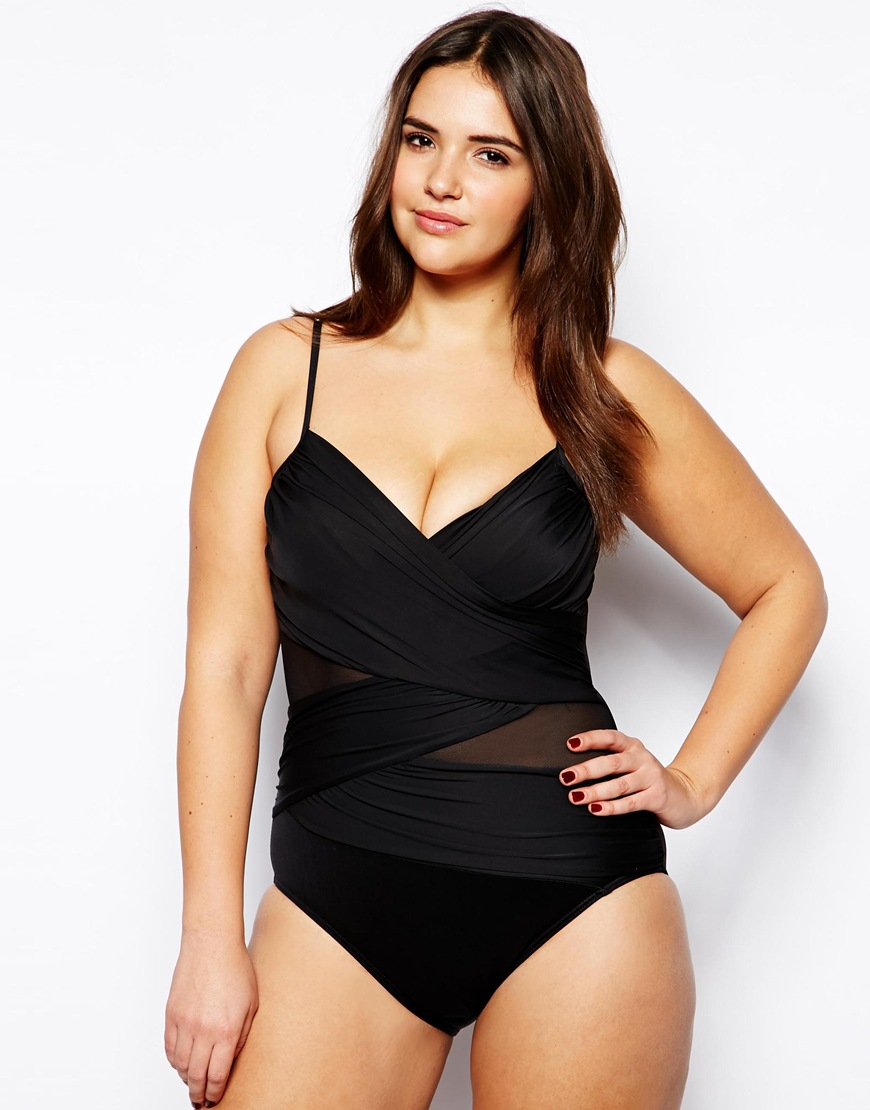 Costumi da bagno curvy: proposte per l\'estate delle donne con curve