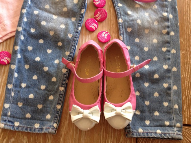 baby-outfit-pink-shoes