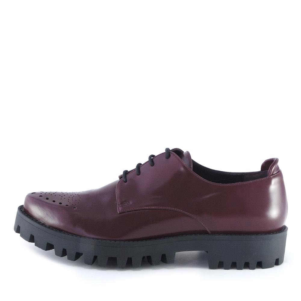 Per offrire una scelta di scarpe per ragazzi davvero unica e originale, il nostro team mette insieme modelli appartenenti a collezioni per donna e uomo e marchi di calzature per bambini di stile eccelso.