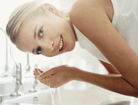 pulizia del viso fase 2 detersione serale mamme a spillo