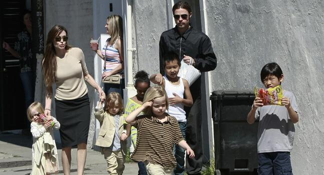 New Orleans, La famiglia Pitt-Jolie (al completo) a passeggio