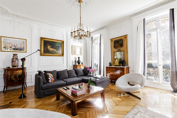 stile haussmann il sapore di parigi a casa vostra. Black Bedroom Furniture Sets. Home Design Ideas