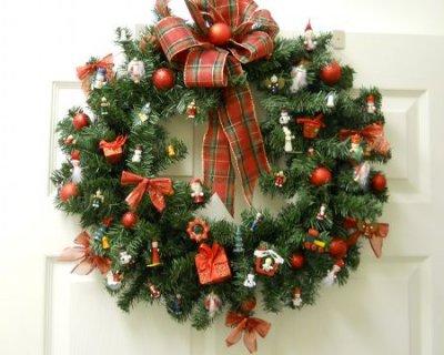 Ghirlande natalizie tante idee fai da te semplici e d effetto - Addobbi natalizi per la porta ...