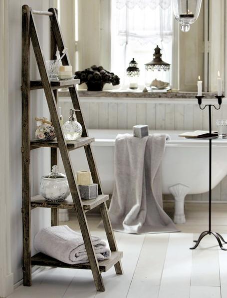 Un bagno in stile country: su quali complementi d\'arredo puntare