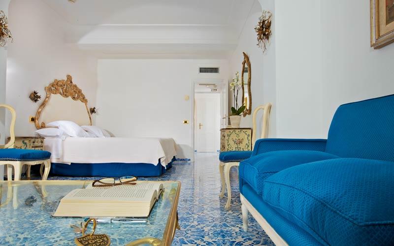 In stile caprese l arredo che sa di estate mediterranea - Quadri per casa mare ...