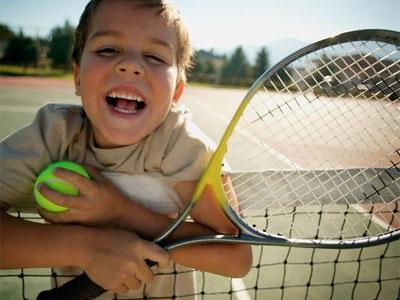 sport-bambini-tennis-mamme-a-spillo