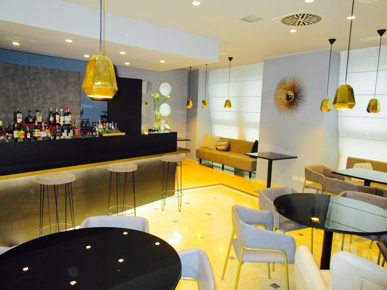 holiday-inn-milano-garbaldi-bar