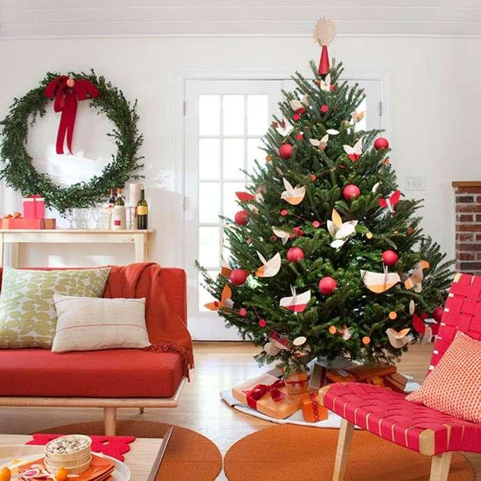 albero-con-decorazioni-di-carta