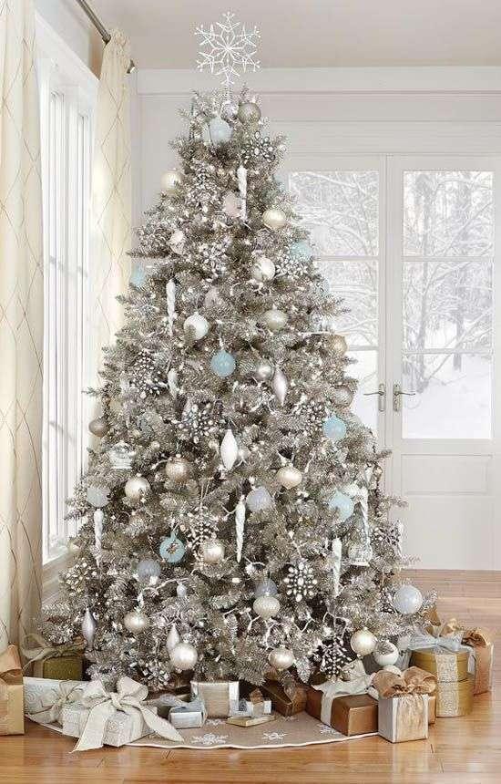 Come decorare l 39 albero di natale 10 idee tutte da copiare - Decorare albero di natale idee ...