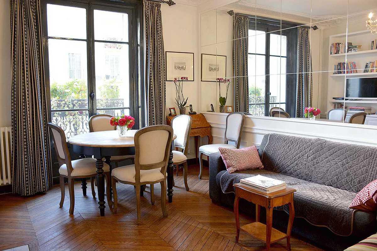 Dettagli parigini per un living fresco e chic for Arredamento stile parigino