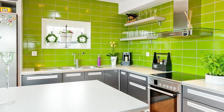 Una cucina moderna e colorata: come arredarla nel modo perfetto