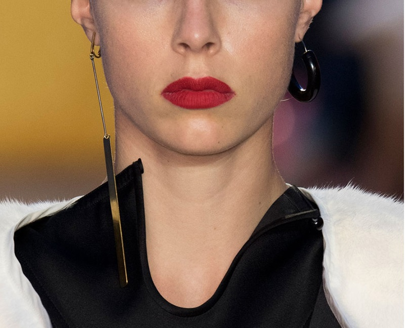 orecchini spaiati moda donna mamme a spillo