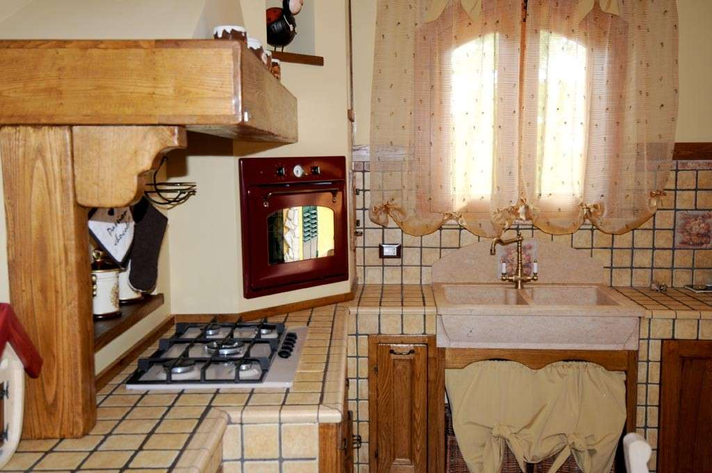 Cucina rustica in muratura ecco come realizzarne una - Modelli di cucina in muratura ...