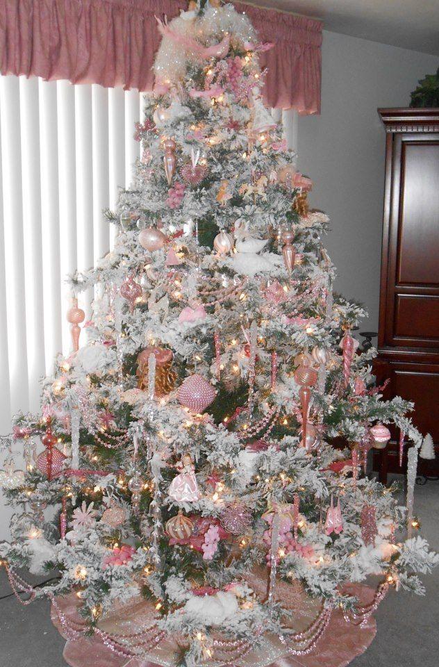 Albero di natale rosa romantico e chic ecco con quali arredi va d 39 accordo mamme a spillo - Decorazioni bianche ...