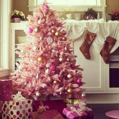 Albero di Natale rosa, romantico e chic: ecco con quali