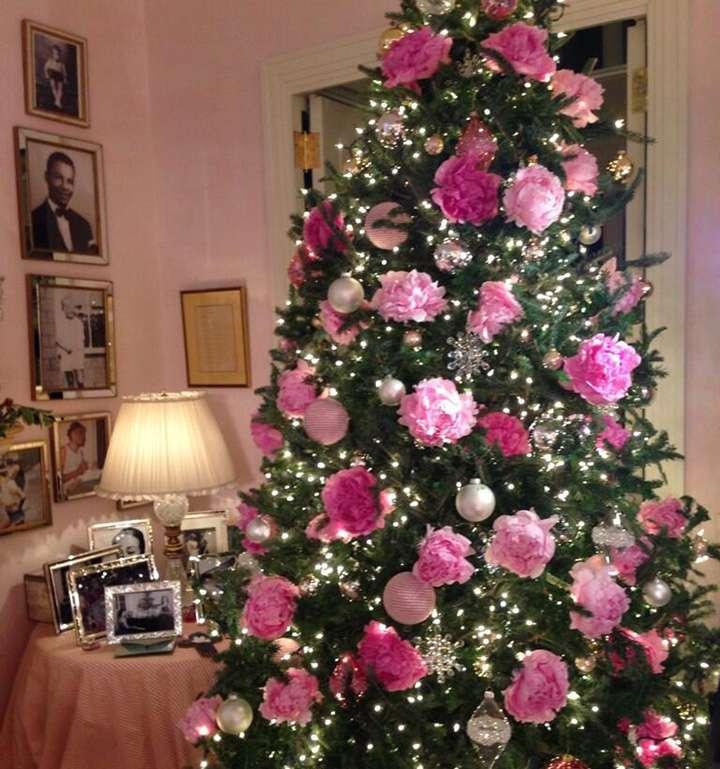 Albero Di Natale Rosa.Albero Di Natale Rosa Romantico E Chic Ecco Con Quali Arredi Va D