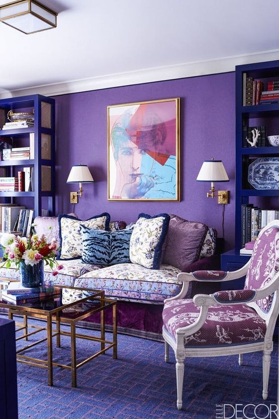 Arredi chic e ricercati con l 39 ultra violet colore cult - Purple and green living room decor ...