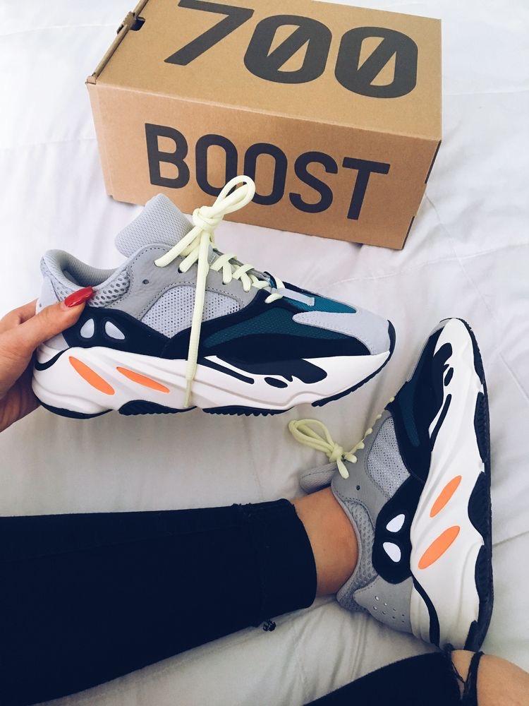 8385dbe7f3a0 ... le tendenze, alla faccia delle sneakers super costosissime di  Balenciaga e se ad Adidas aggiungi rapper e star americane, beh, la tendenza  è presto ...